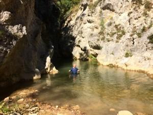 Längst inne i ravinen blev vattnet så djupt att det var simning som gällde så vi vände.