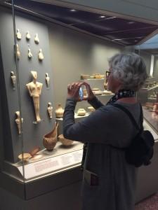 Marianne fotar Kykladisk konst, ett formspråk som levde på öarna i hundratals år. Lite annat tempo idag!