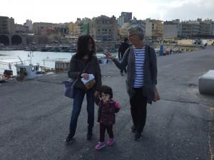 Vi strosade ett tag i Heraklions hamn, samtalade, matade duvor och hade det skönt.