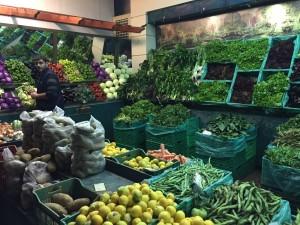 Dessa fantastiska grönsakstånd hittade vi flera på våra vandringar, vilket överdåd!